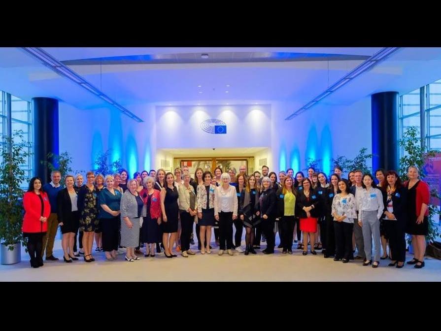 Le 16 mai 2018, Prof. Manuela Eicher, professeure associée à l'IUFRS, participait à la European Nursing Oncology Socity (EONS) à Bruxelles