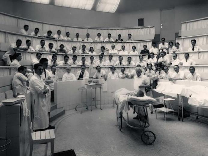 Comment intégrer les perspectives de genre en médecine? Savoirs, pratiques, théories