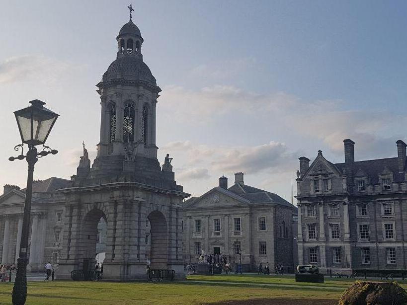 Irlande : des postes professoraux réservés aux femmes