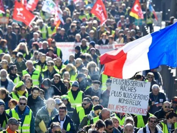 """Dimitri Courant interviewé par Ouafia Kheniche de France Inter, sur """"RIC : 'L'idée selon laquelle le peuple, quand il s'exprime, fait le choix le plus réactionnaire ne tient pas'"""""""