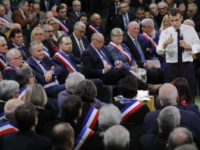 """Grand débat : deux mois pour revitaliser la démocratie.  Intervention de Dimitri Courant  sur France Culture, émission """"Les Matins"""""""