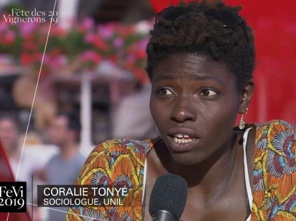 Apparition de Coralie Tonyé, étudiante en sciences sociales, sur le plateau de la RTS lors de la Fête des Vignerons