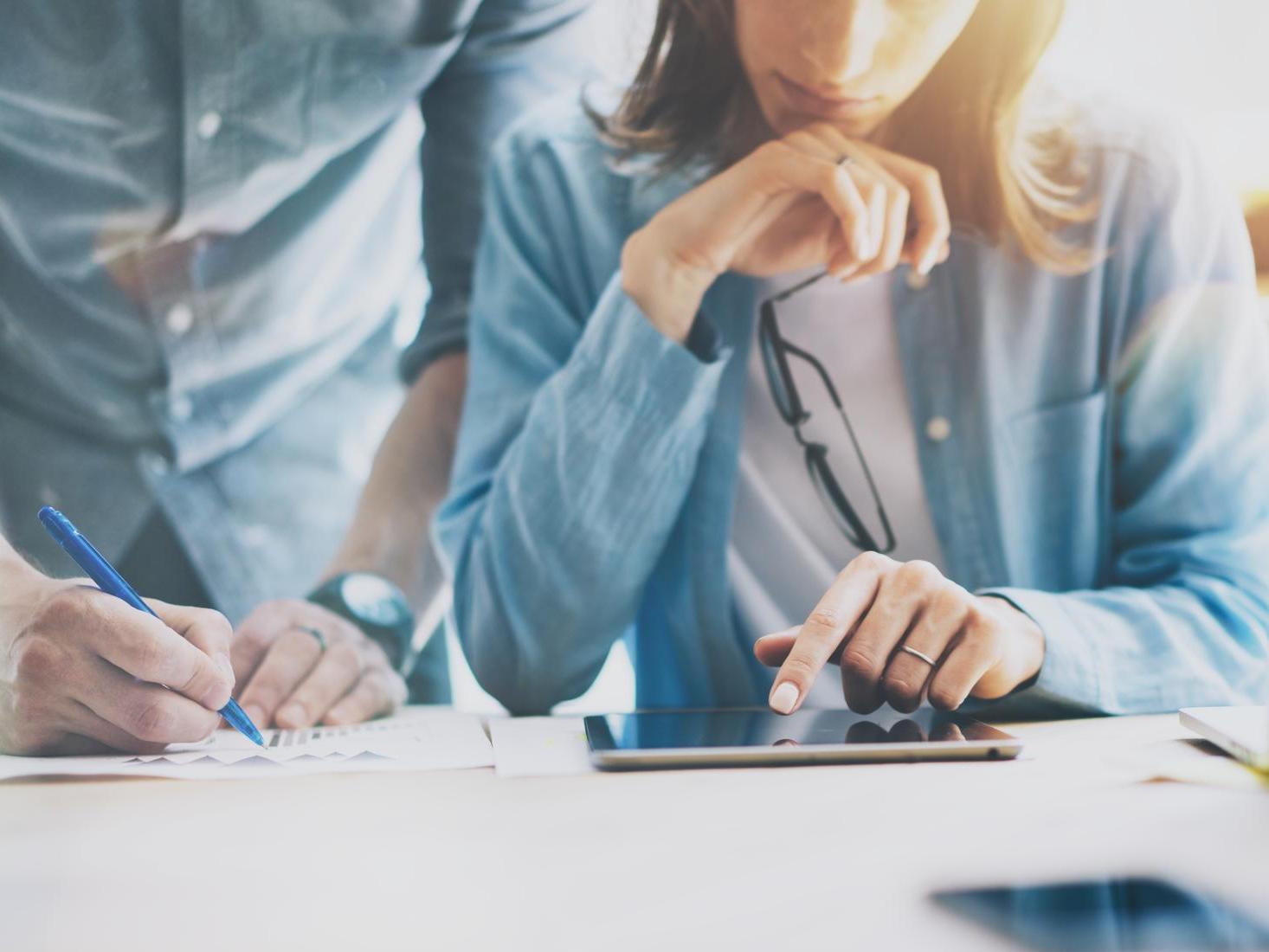 """Les effets des """"new ways of working"""" sur la performance et le bien-être des employé·e·s"""